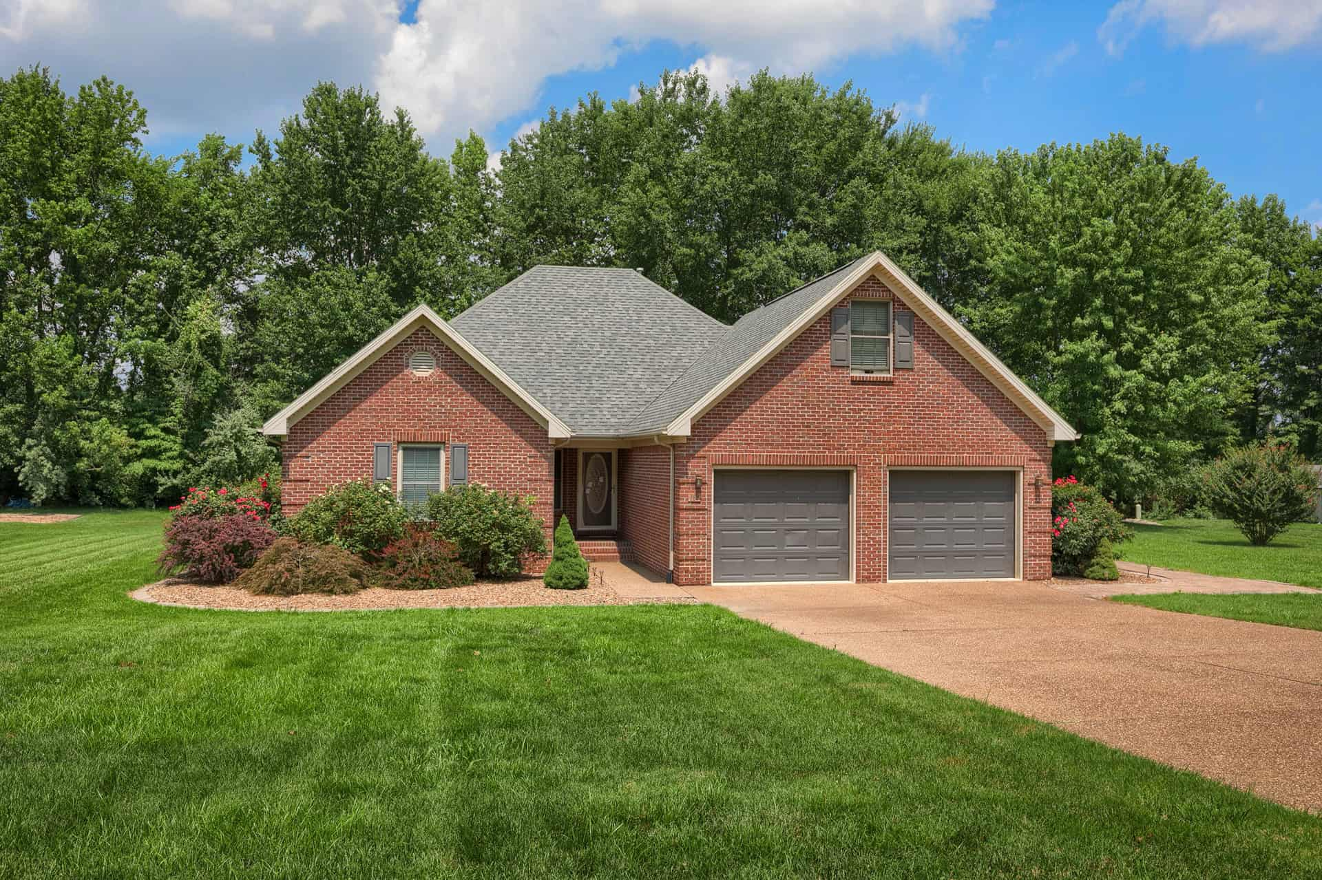 160 Windsong Dr., Hawesville, KY 42355